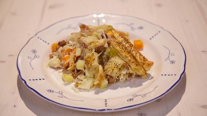 Zuurkoolovenschotel met cashewnoten - aardappel vervangen door knolselderij.