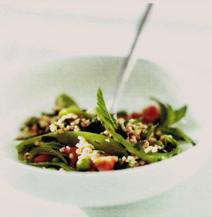 Il bulgur taccole e piselli è un piatto che annuncia l'arrivo della primavera. E' una ricetta fresca, vegetariana e molto genuina.