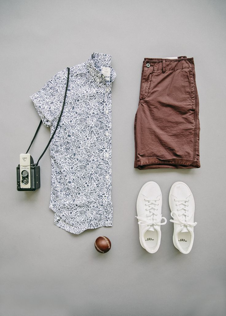 The park is calling our name and Gap's solid beach shorts and Lived-in shirt are the perfect companions. Shop this look now.