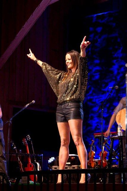 Sara Evans este o cântăreaţă americană de muzică country şi compozitoare de mare succes.
