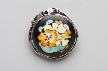 2013/113/8 Brooch, silver / painted porcelain, made by Rhoda Wager / Amy Vale, Sydney, New South Wales, Australia, c. 1919 - Powerhouse Museum Collection