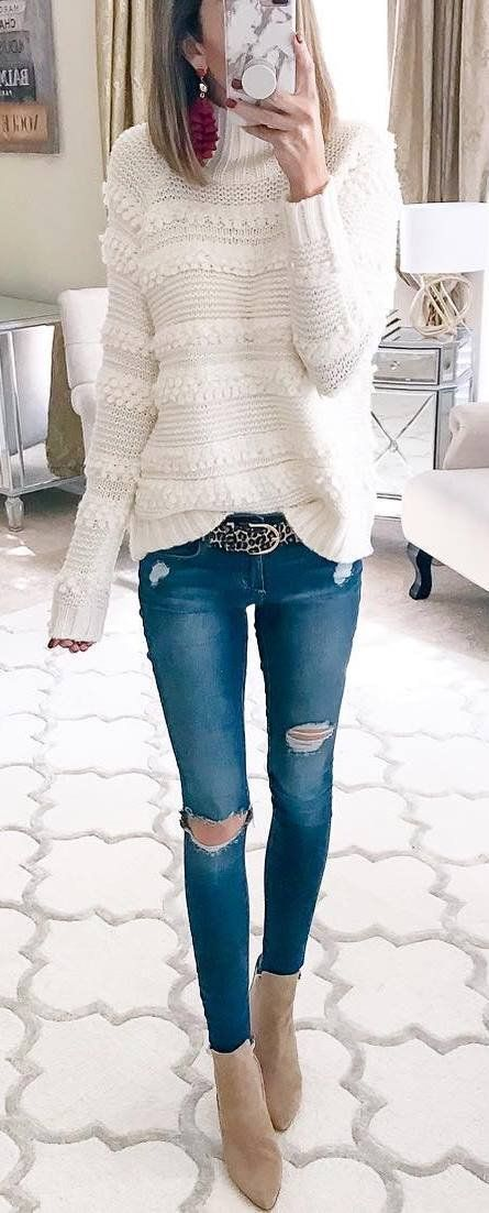 winter fashion outfit_sweater + rips + boots