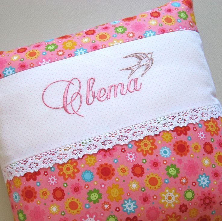 Уютный домик: Именные подушки с вышивкой