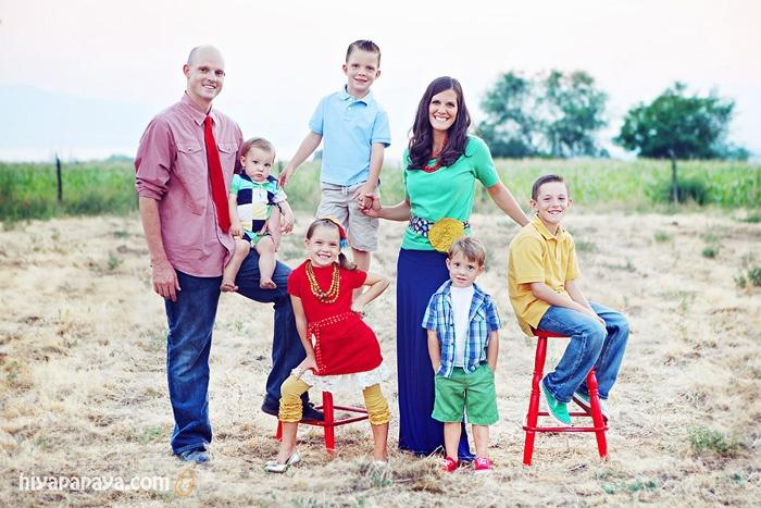 fun and colorful family photos by hiya papaya photography (pose idea for family of 7)
