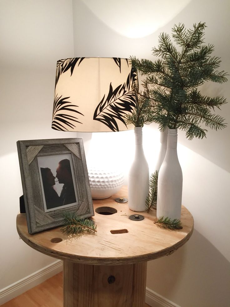 Bedside table inspiration #pine #wood #frame #lamp #nature