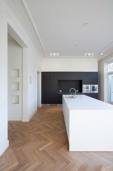 love the combination of parquetry & modern kitchen