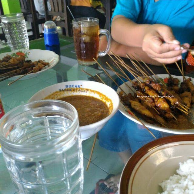 Indonesia  memang kaya akan wisata kuliner. Wisata kuliner Nusantara  sate saja ada beragam sate. Tetapi ada sate ayam unik yang berasal dar...