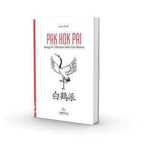 Unico libro scritto in italiano e tra i pochi pubblicati al mondo su uno stile antichissimo di kung fu, il Pak Hok Pai. Uno stile di origine tibetana sviluppato poi nel sud della Cina... Il Maestro Carlo Tonti traccia un primo manuale pratico analizzando i fondamentali dello stile, la tecnica di allenamento, la storia e la teoria interna dello stile.