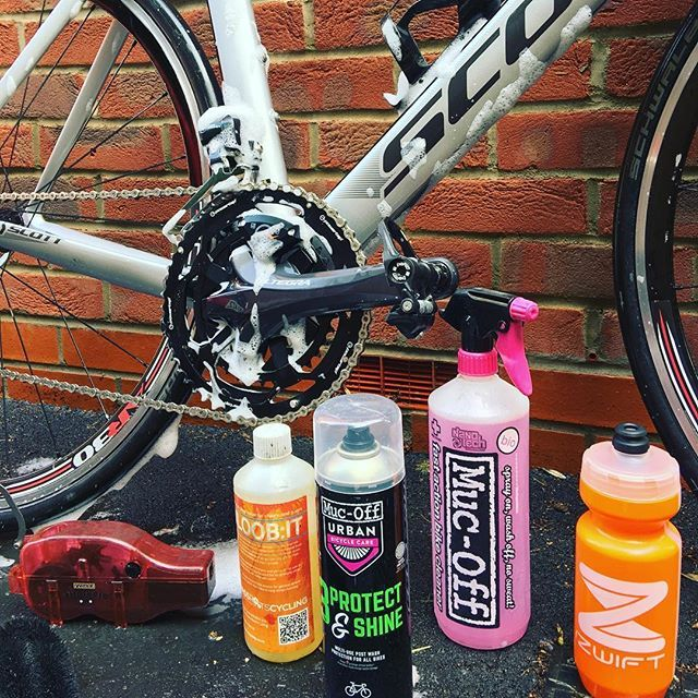 A quick service before the group ride later today - hoping the weather saying great for the tan lines. Looking forward to a #chaingang again! @mucoff @gozwift @bikeonscott #cycling #scott #scottbikes #mucoff #bike #bikecleaner #bikespray #cycling #road #roadbike #carbonbike