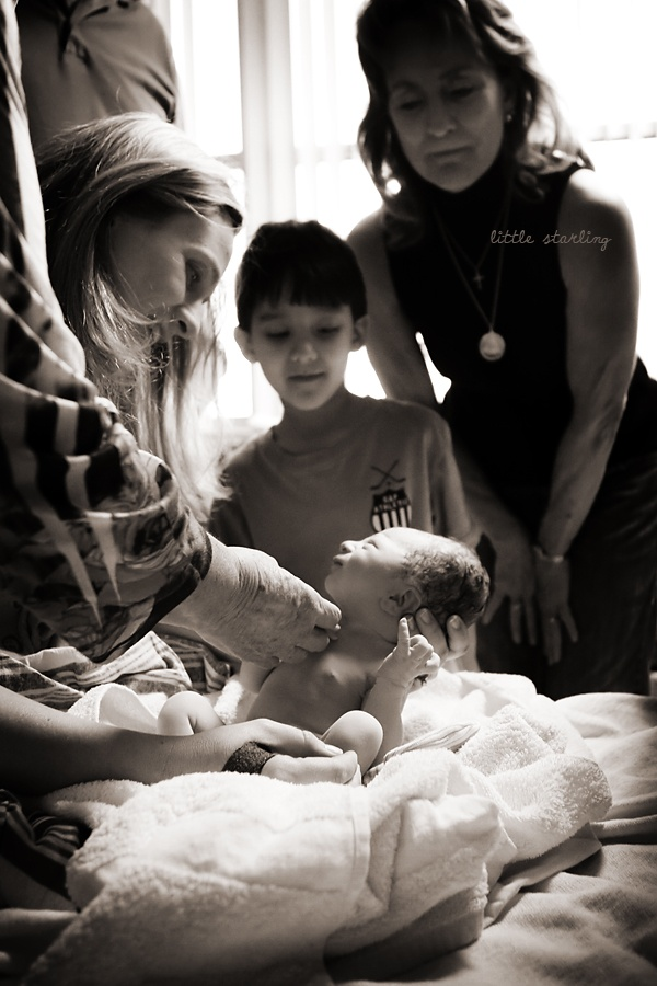 birthBaby'S Head, Maternity Births, Births Baby, White Births, Births Photos, Beautiful Shots, Births Photography, Birth Photos, Births Hospitals