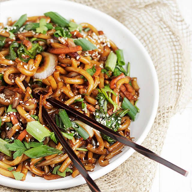 15 Minute Spicy Udon And Vegetable Stir Fry Recipe Yummly Recipe In 2020 Work Lunch Recipes Work Lunch Vegetable Stir Fry Recipe