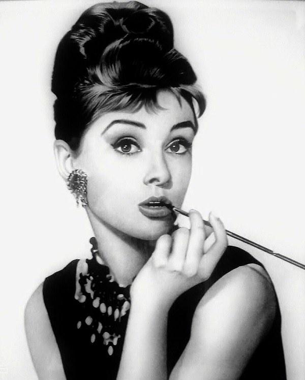 Audrey Hepburn | AUDREY-HEPBURN