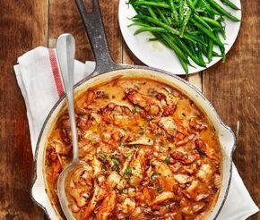 Färgrik och krämig italiensk kycklinggryta med fina smaker av vitlök, timjan, grädde och balsamvinäger. Tillsammans med nykokt ris och haricots verts blir detta en rejäl och fantastiskt god måltid!