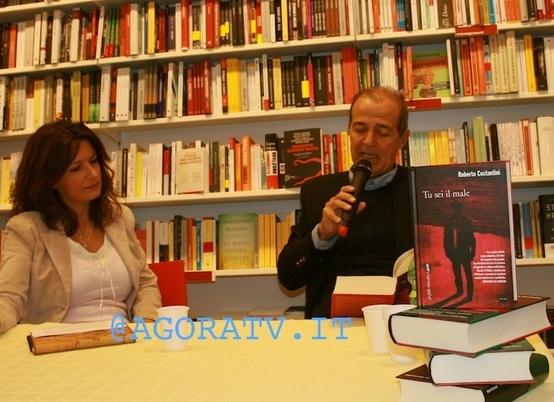 """(VIDEO) MONTEROTONDO – ROBERTO COSTANTINI PRESENTA IL SUO ROMANZO """"TU SEI IL MALE"""".http://www.agoratv.it/?p=2467 di @MorenaIzzo"""