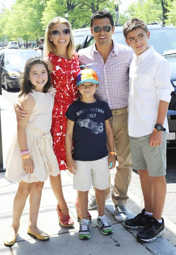 Kelly Ripa, Husband Mark Consuelos, and their children. What a beautiful Family and a gorgeous HUBBY!