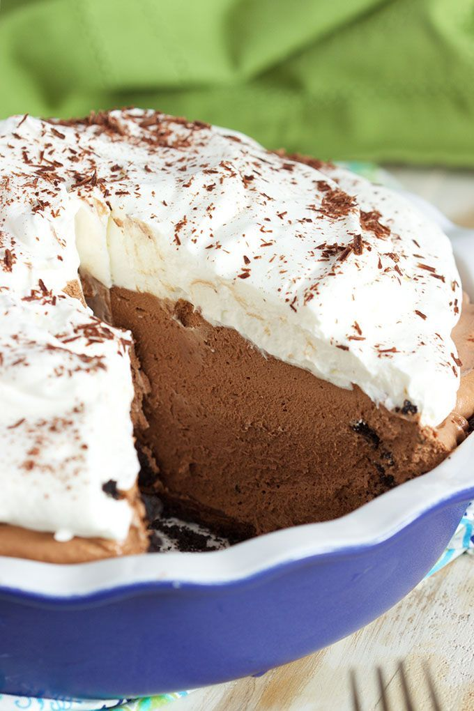 Rich, creamy, chocolate No Bake Chocolate Mousse Pie is the perfect summer dessert from TheSuburbanSoapbo...