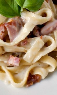 Pasta Carbonara – the easiest pasta dish you can make! This creamy fettuccine with bacon, ham and cheese is bound to be a hit!