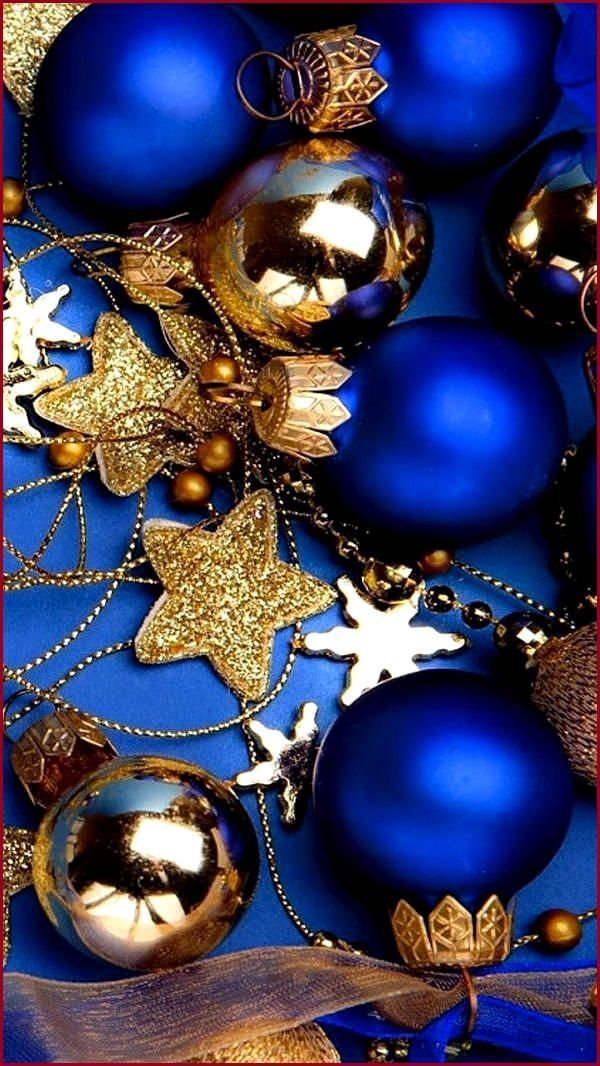 50 Free Stunning Christmas Wallpaper Backgrounds For Iphone Thebeautymax Blaue Weihnachtsdekoration Weihnachten Blau Blaue Weihnachtsbaume