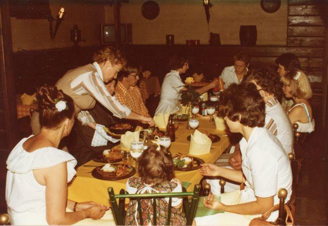 Ravintola Mustan Kissan Kellari, Rauma 1980. Kuva: Hotelli- ja ravintolamuseo. #kadonnutkasari #kasari