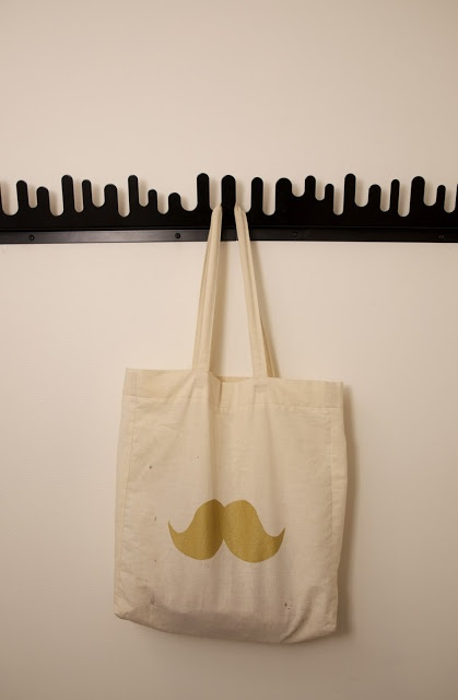 DIY: Moustache canvas bag