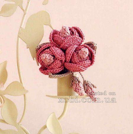 вязаная крючком брошь с розами