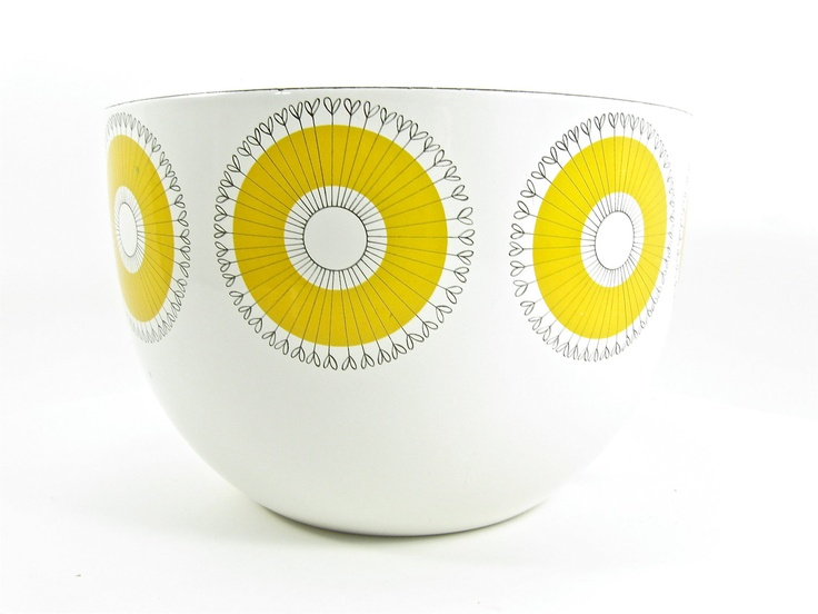 Scandinavian Enamel Flower Bowl. Saw this at a thrift store recently almost bought it. Darn