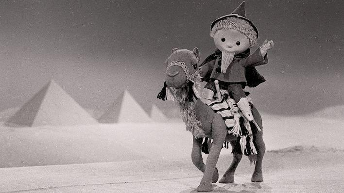 sandmännchen fuhrpark | Der Sandmann reitet auf einem Kamel an den Pyramiden von Gizeh vorbei