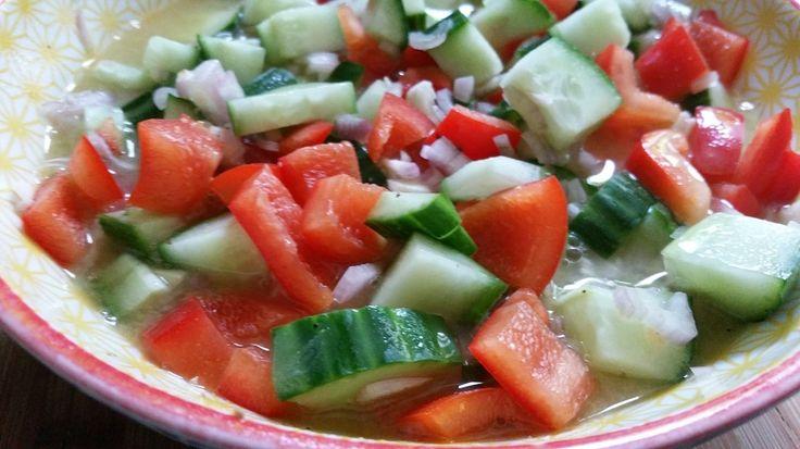 Zet je vanavond bami of nasi op tafel? Maak er een verse atjar van komkommer en paprika bij. Je rijsttafel krijgt zo weer een heel andere dimensie.