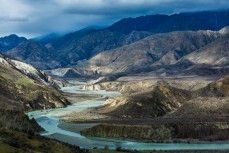 The Clarence River weaving through Muzzle Station between the Inland and Seaward Kaikoura Ranges, Kaikoura, New Zealand.