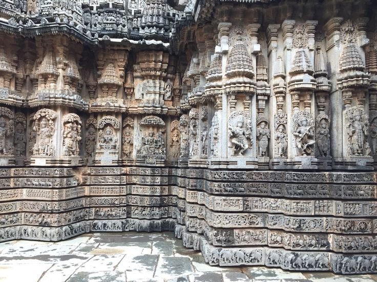 Stone carvings on temple wall in Somanathapura