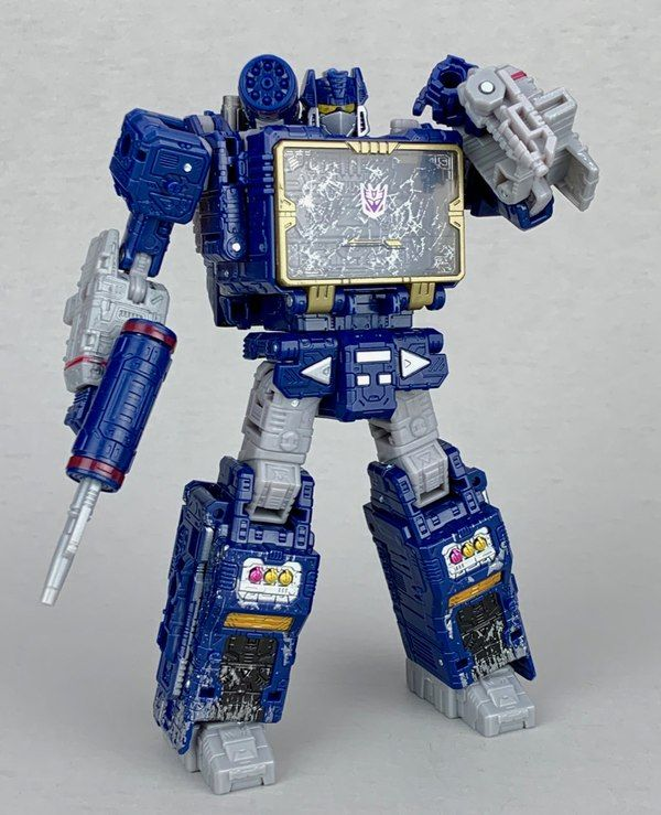Transformers Siege Soundwave Voyager In Hand Photos With Lamppost Mode Sound Waves Transformers Toys Transformers