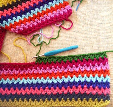 MES FAVORIS TRICOT-CROCHET: Modèle plaid au crochet gratuit : V-stitch blanket