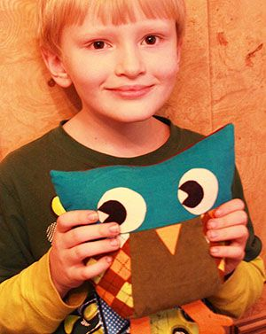Show you kids how to use a sewing machine while you make this cute stuffed owl.  Tutorial by The Scientific Seamstress.