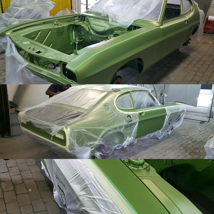 After a baremetal prep and original green metallic base, now we can add the original GT stripe detail on a #Capri #Perana v8  #galaxycustoms #Ford #classiccar #musclecar