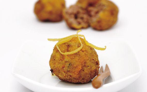 Dalle ricette più classiche a quelle più originali, da quelle fatte in casa a quelle gustate in polpetteria: la polpetta è al centro di una rinascita gastronomica.