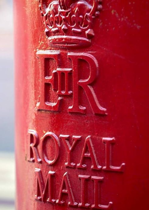 """Royal Mail post box bearing Elizabeth's crest """"ER"""" (Elizabeth Regina) for Queen Elizabeth"""