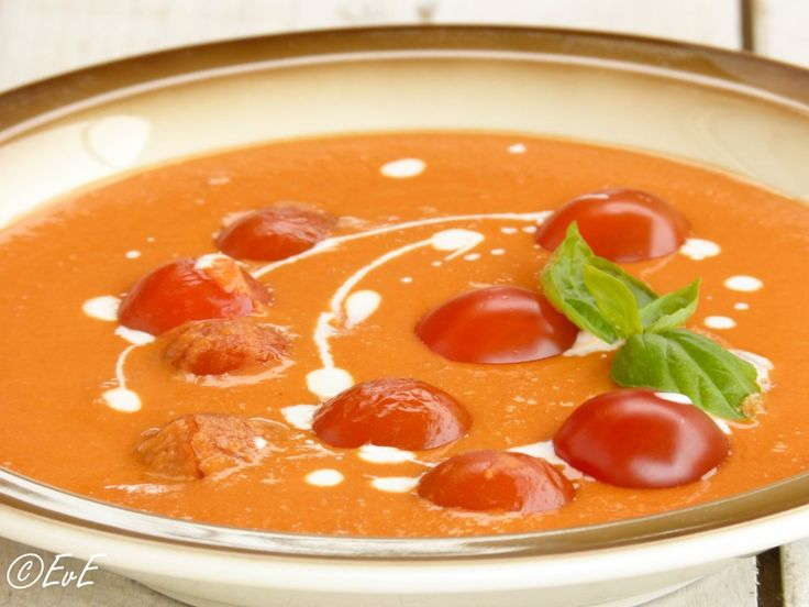 Zelfgemaakte tomaten crèmesoep. Heerlijk simpel en toch vers.