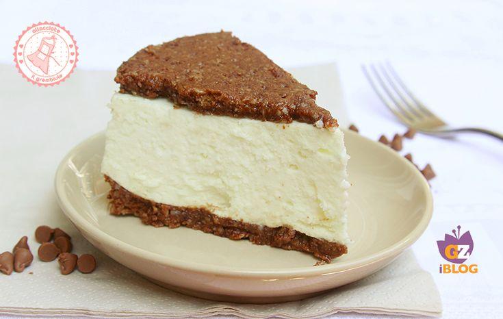 La torta fredda doppio biscotto è senza cottura facile, veloce e golosissima. I bambini la adoreranno ed è freschissima e semplice da preparare.