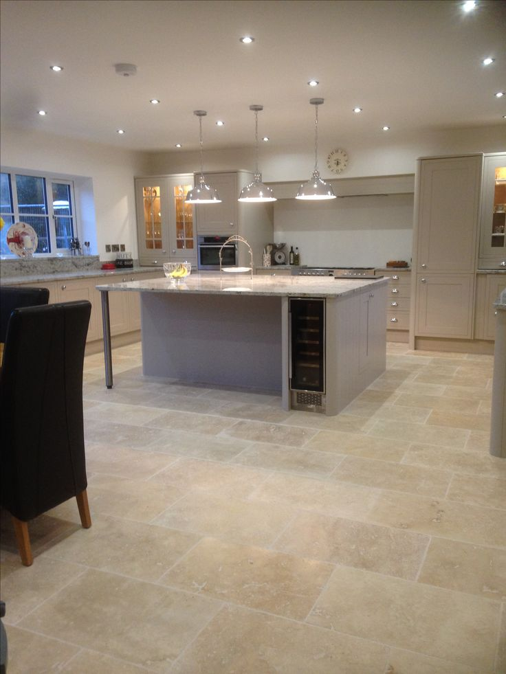 The gentle variation in tones and texture in our Country Mix Tumbled Travertine looks fab in this large, open plan kitchen