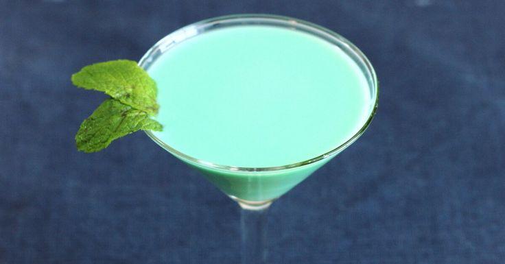 Classic drink recipe for the Grasshopper cocktail, featuring creme de menthe, creme de cacao and light cream (US) or single cream (UK).
