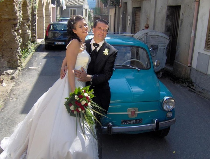 An Italian wedding has just been celebrated: now the bride and the groom are ready for the ritual photographs in the small streets of their town: indulge in the Italian traditions! Indulge in an Italian wedding. This can be your dream!