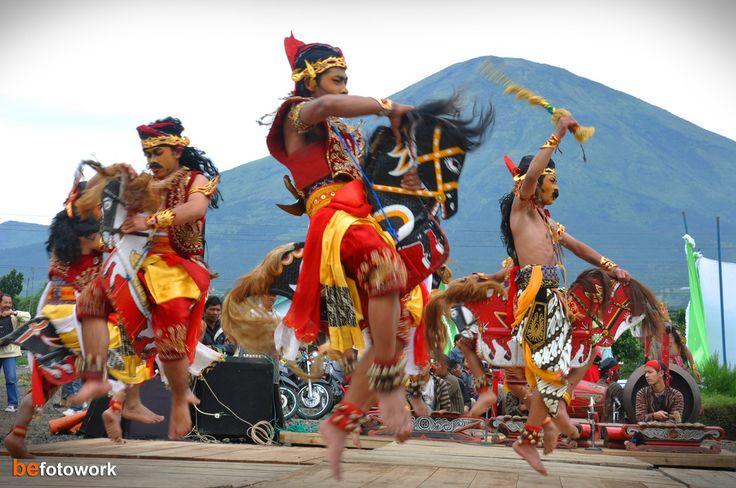 Baile Kuda Lumping, Indonesia