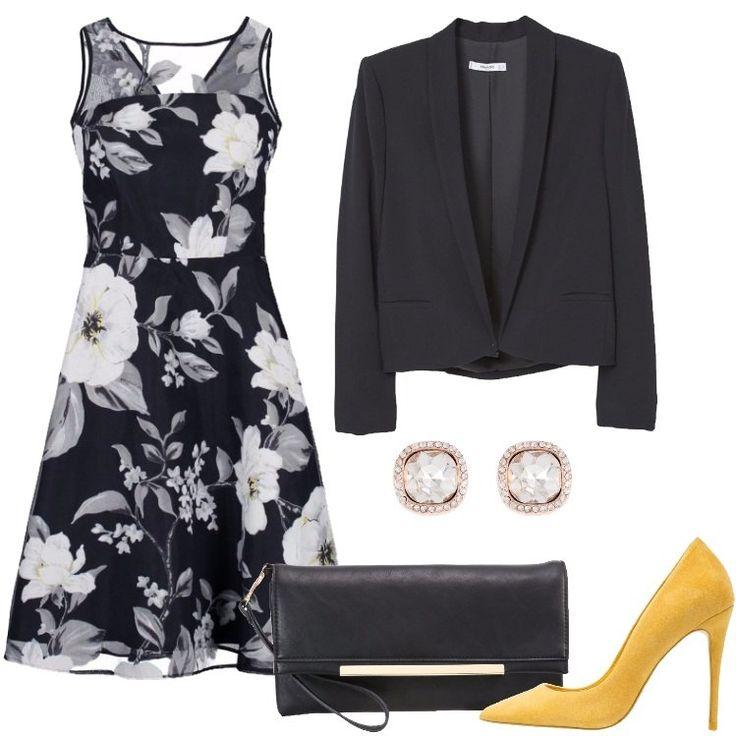 Questo look composto da un vestito a fiori, un blazer nero e un paio di tacchi gialli è perfetto sia per una cerimonia, sia per una serata con il tuo lui. Infine, ho scelto una pochette nera, per completare l'outfit.