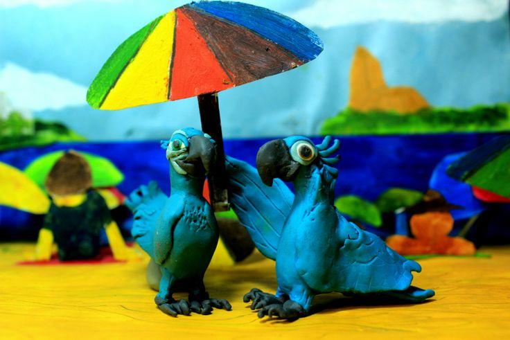 De la película de animación Río, llega en sus personajes en arcilla. Demostrando a Blue y Perla dos aves en peligro de extinción.