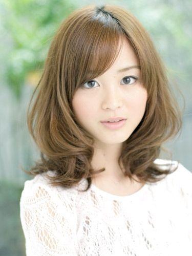 ミディアムヘア4:リラックスカールミディアムヘア|春のトレンドヘアスタイル・髪型 | All About MICO [ミーコ]