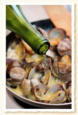 Clams steamed with Ham and White Wine - Tapas recipes from Spain,  I would omit the Ham...