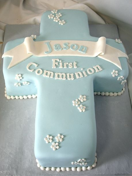 C1006 This fondant cross cake is a beautiful addition to your christening or communion party! #cafepierrot