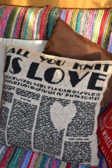 Ingiknits: Knit & Love // newspaper knit pillow