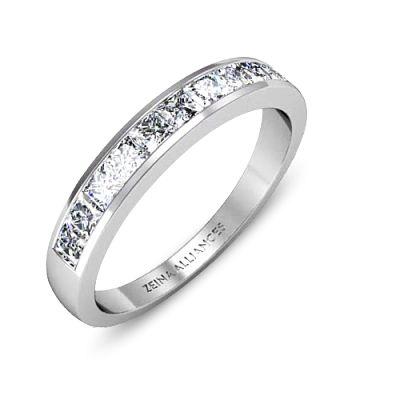 Justa par Zeina Alliances :  Bague de mariage en or blanc et diamants.  #Mariage #Alliances #Zeinaalliances #Zeinaworld