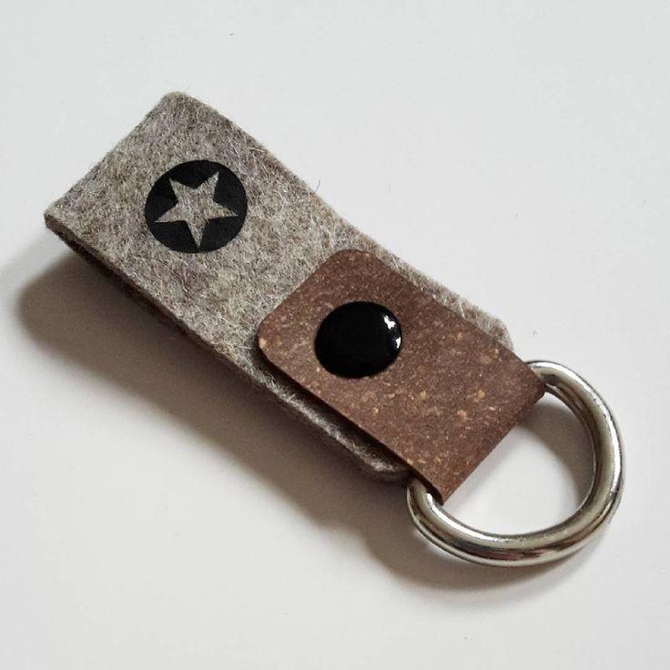 Schlüsseanhänger aus ReLeda, Filz & einer Buchschraube (Gesehen bei instagram.com/chrissibag)